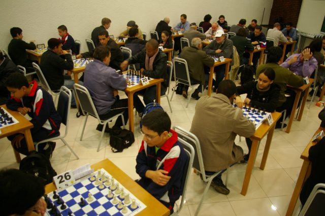 Com a parceria APUSM-SMXC, Santa Maria volta a fazer parte do calendário oficial do xadrez brasileiro, promovendo torneios e competiçoes com grande participação de enxadristas das mais diversas regiões do Mercosul. Foto Ass de Comunicação da APUSM