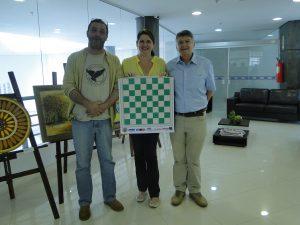 Ritzel, a então presidente da APUSM, Tania Moura da Silva e Jorge Alberto Boabaid, por ocasião do acordo de parceria entre a Associação e o Santa maria Xadrez Clube. Foto APUSM divulgação